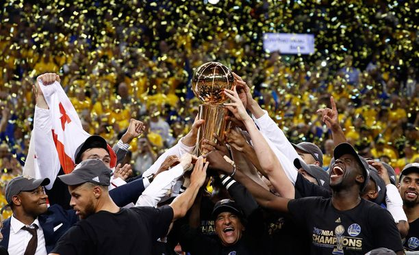 Golden State Warriors juhlii NBA:n mestaruutta.