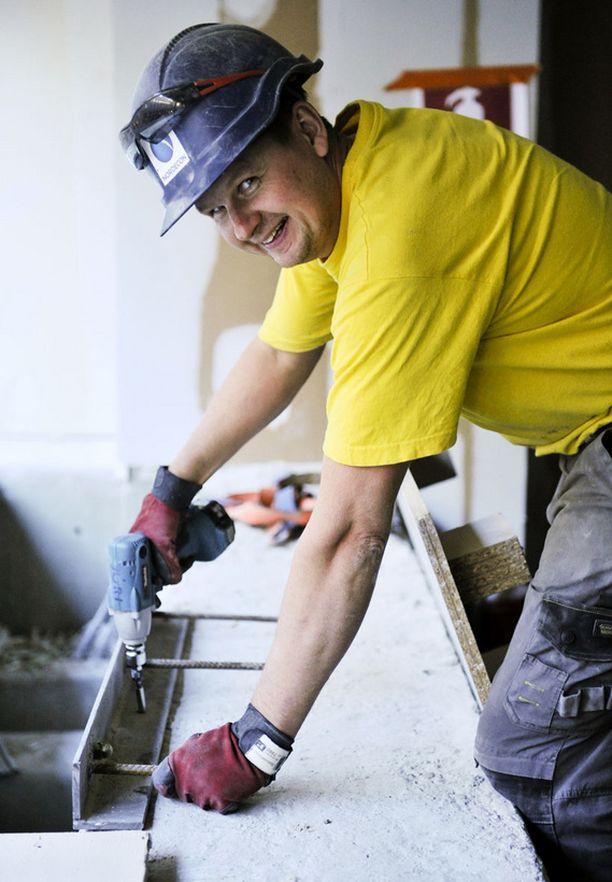 Rakennusmies – Jokainen päivä on erilainen ja palkkakin on kohdallaan. Olen tehnyt näitä töitä jo 25 vuotta ja uskon, että tämä on myös tulevaisuuden ala, Jüri Kotsalainen arvelee.