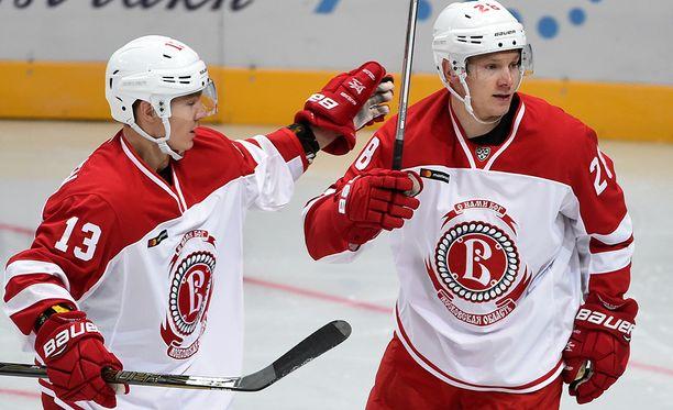 Jesse Mankinen on tehnyt 15 KHL-peliin tehot 2+4, Jaakko Rissanen 14 peliin 1+4.