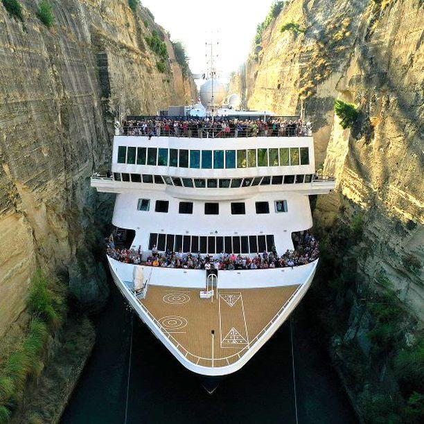 Kapeimmissa kohdissa ei laivan ja kanavan seinämän väliin jäänyt metriäkään.