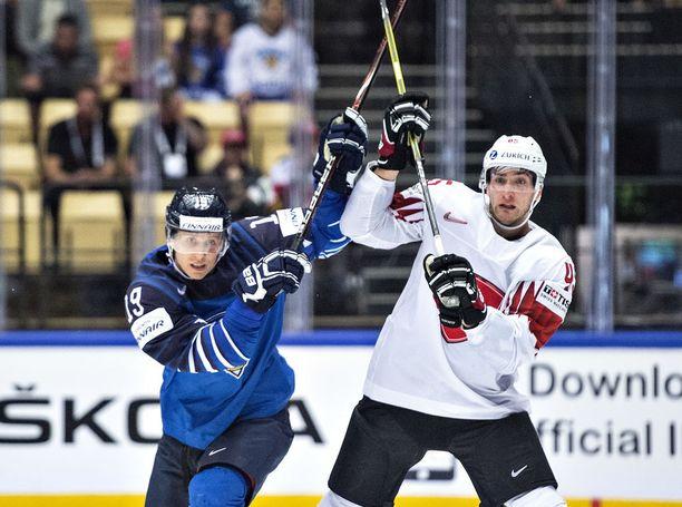 Leijonien ja Sveitsin kohtaaminen kiinnosti suomalaisia penkkiurheilijoita.
