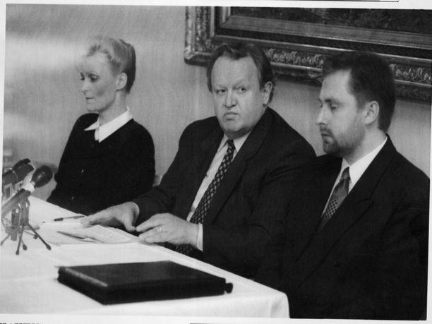 Martti Ahtisaari politiikan toimittajien tilaisuudessa 1995. Alma Media.