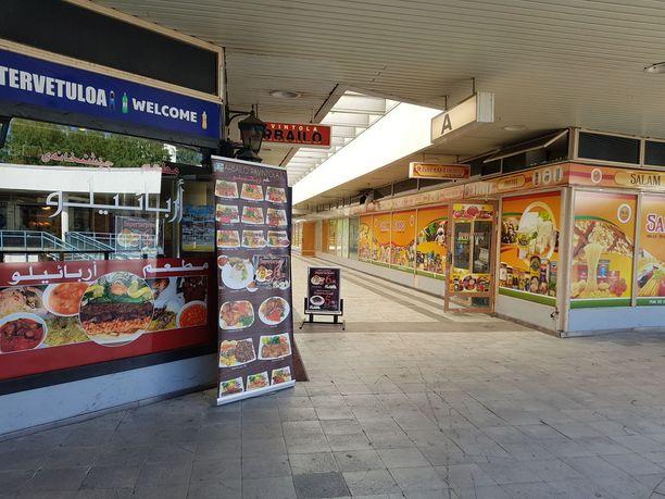 Puotinharjun ostoskeskuksen vanhalla puolella on lähinnä etnisiä ruokakauppoja. Asiakaskunta koostuu pitkälti maahanmuuttajista, ellei pientä anniskeluravintolaa laske joukkoon.