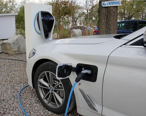 Vuonna 2030 jo 850 000 sähköautoa Suomessa?