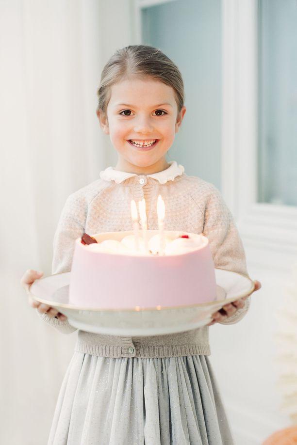 Kuvassa prinsessa Estelle kuusivuotissyntymäpäivänään viime vuonna.