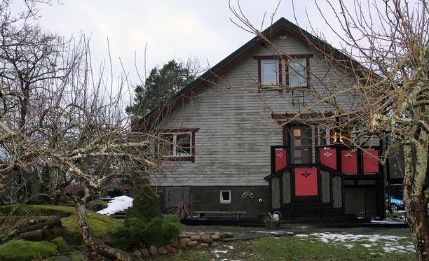 Tältä talon yksi sivu näyttää nyt.