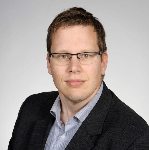 Julkisoikeuden dosentti Matti Muukkonen.
