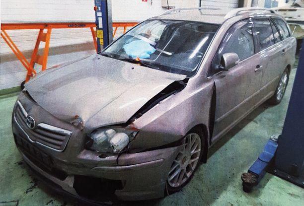 Auton vaurioita tutkittaessa selvisi, ettei kolari ollut voinut tapahtua niin kuin vahinkoilmoituksessa oli selostettu.