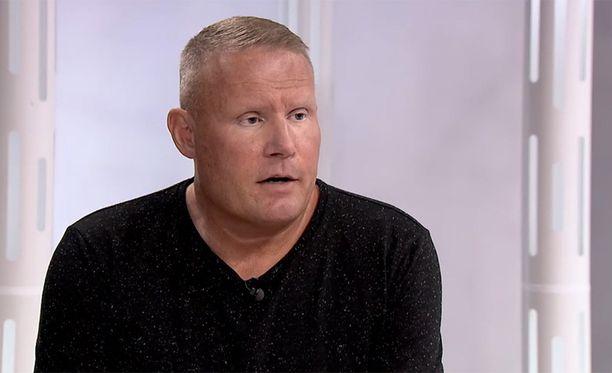 Mikael Runebergin mukaan hän joutui maksumieheksi lounaalla Jari Aarnion kanssa.