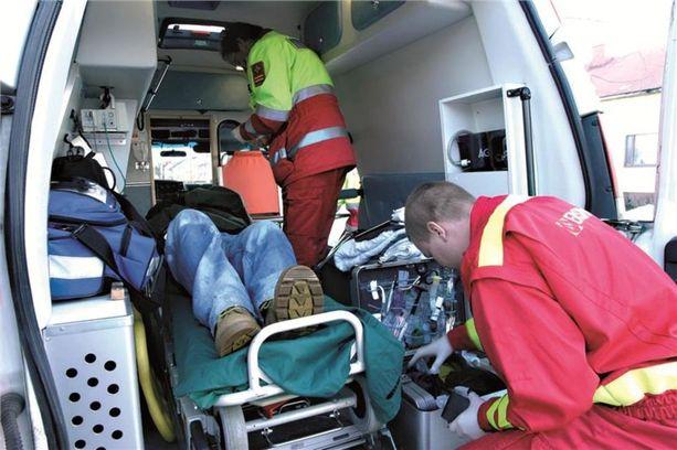 Toimitukseen yhteyttä ottanut ensihoitaja pelkää, että Lahden kuolemantapaus ei jää viimeiseksi, jos ambulanssin ensihoitajat arvioivat potilaan hoidon tarpeen puhelimessa sen sijaan, että menevät hänen luokseen. Kuvituskuva ei liity tapaukseen.