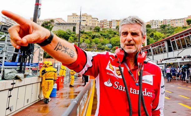 Ferrarin tallipäällikkö Maurizio Arrivabene on tyytyväinen Kimi Räikköseen, mutta jatkosopimuksesta ei vielä puhuta.