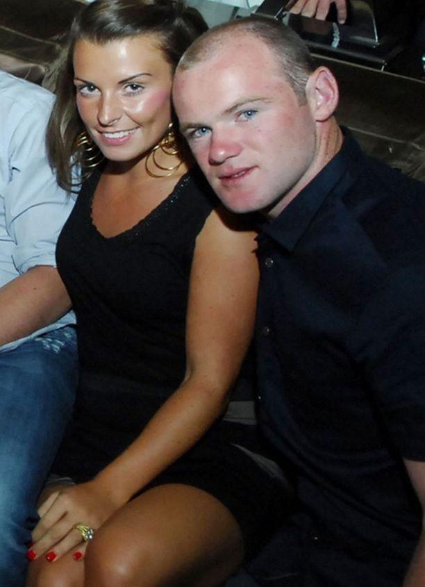 Rooney tunnusti pettämisen Coleen-vaimolleen viikonloppuna. Pariskunta on pitänyt yhtä kuusi vuotta.