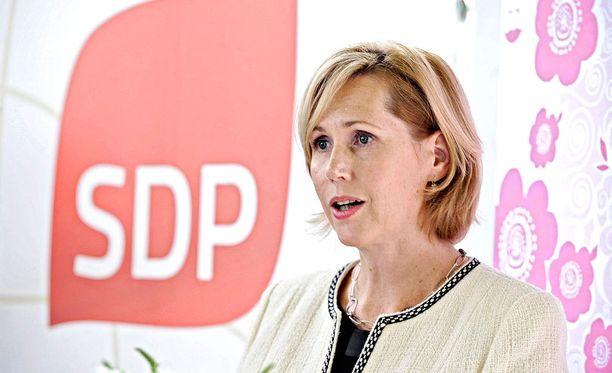 SDP:n Tuula Haatainen on eduskunnan sosiaali- ja terveysvaliokunnan puheenjohtaja.