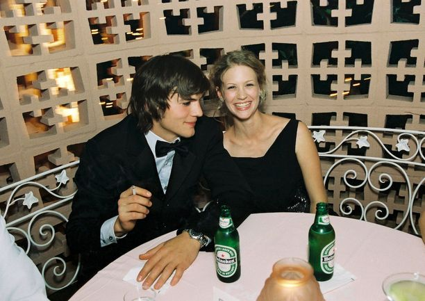 Ashton ja January vuonna 2000.