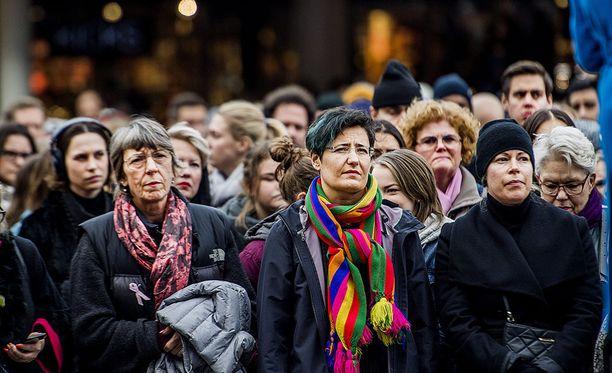 Mielenosoitukseen osallistuneita Tukholmassa.