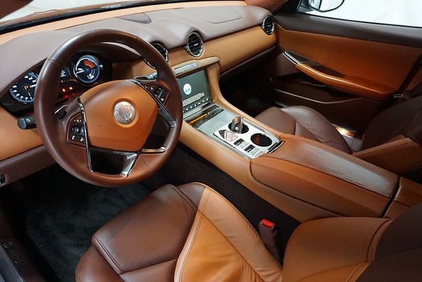 Herkullista luksusta. Fisker Karma oli design-auto.
