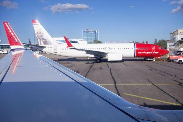 Norwegianin lentokoneita kuvattuina Helsinki-Vantaan lentoasemalla.