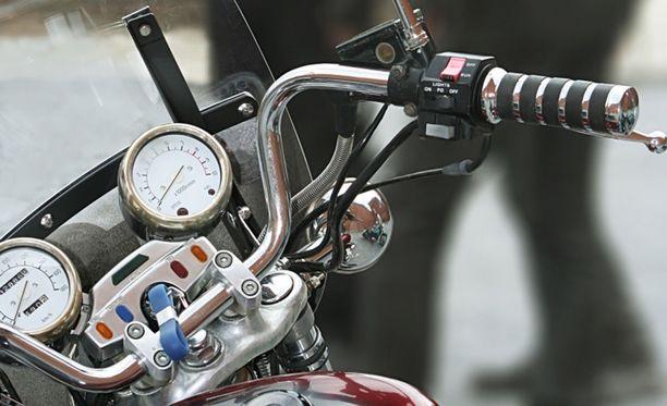 Moottoripyöräilijä ajoi reilua ylinopeutta Somerolla. Kuvituskuva.