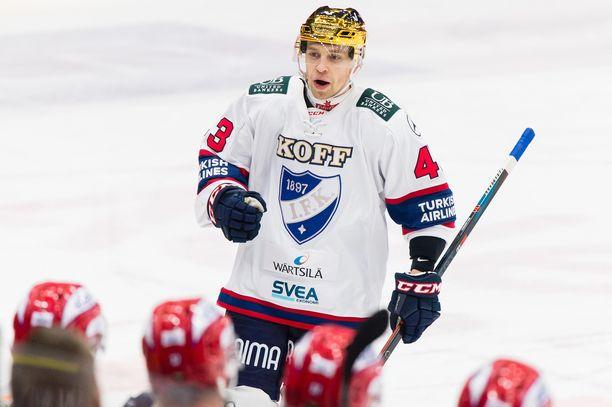 Yksi Ässistä lähteneistä oli Sakari Salminen, jonka porilaisseura lainasi loppukaudeksi HIFK:hon.