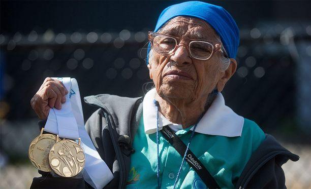 Intialainen Man Kaur on voittanut urallaan 32 kultamitalia, kertoo NPR-sivusto.