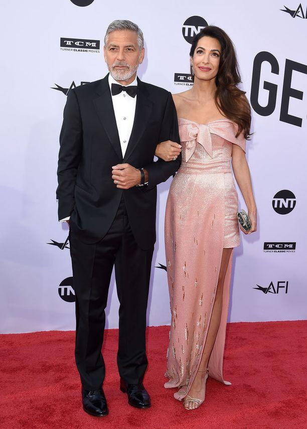 George ja Amal Clooney kutsuivat ystäväpariskunnan pitkän viikonlopun viettoon.