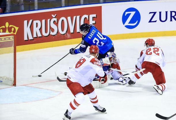 Kaapo Kakko vei kaksi tanskalaispelaajaa ja maalivahti Sebastian Dahmin kahville ja ujutti 1–1-tasoituksen.