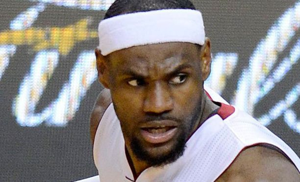 LeBron James heitti kolmannessa finaalissa 31 pistettä.
