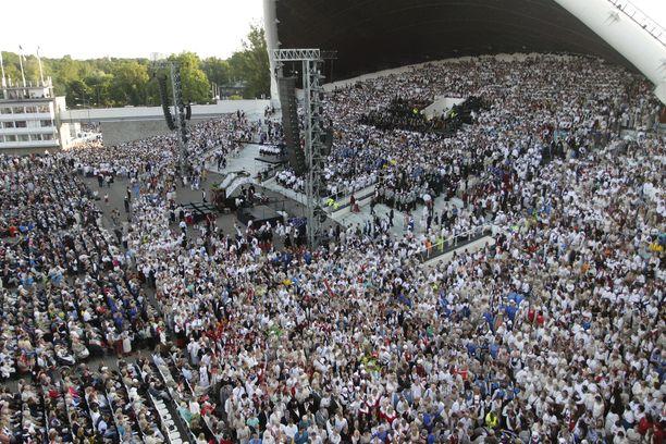Vuonna 2014 Tallinnan laululavalla oli noin 40000 esiintyjää.