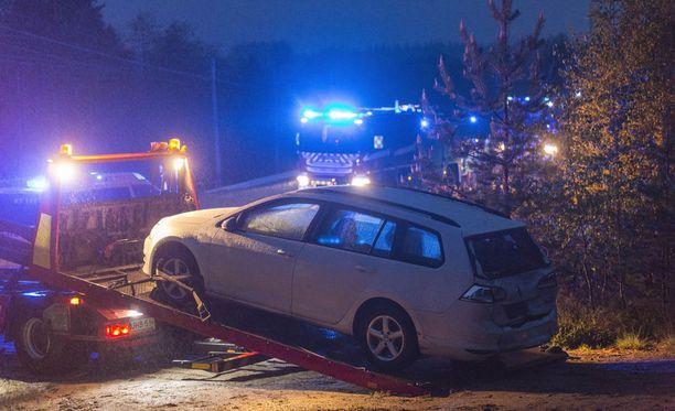 Linja-auto ajoi henkilöauton perään Kouvolassa.
