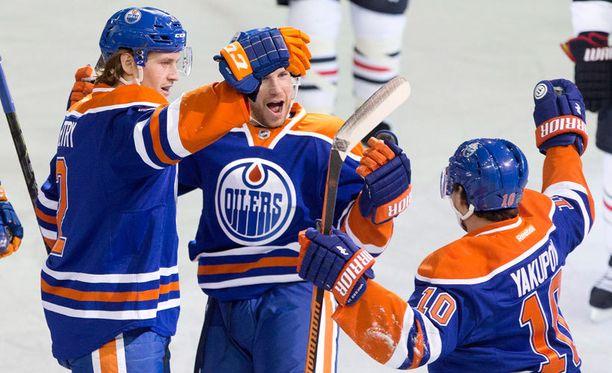 Edmonton Oilers juhli 5-2-voittoa Chicagosta.