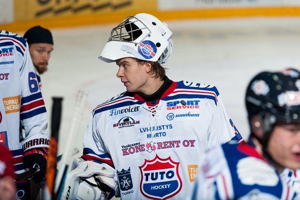 Maalivahti Karolus Kaarlehto pelasi toissa kaudella Tuton riveissä.