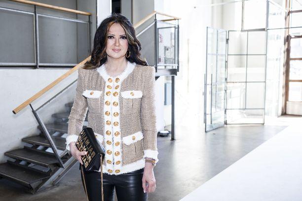Elina Kanerva on ammatiltaan sovellusasiantuntija. Hänet ja Ilkka Kanerva vihittiin lauantaina Turun Mikaelinkirkossa.