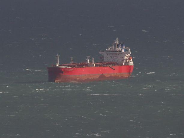Liberialaisella Nave Andromeda -öljytankkerin salamatkustajat yrittivät kaapata aluksen sunnuntaina Wightinsaaren edustalla.