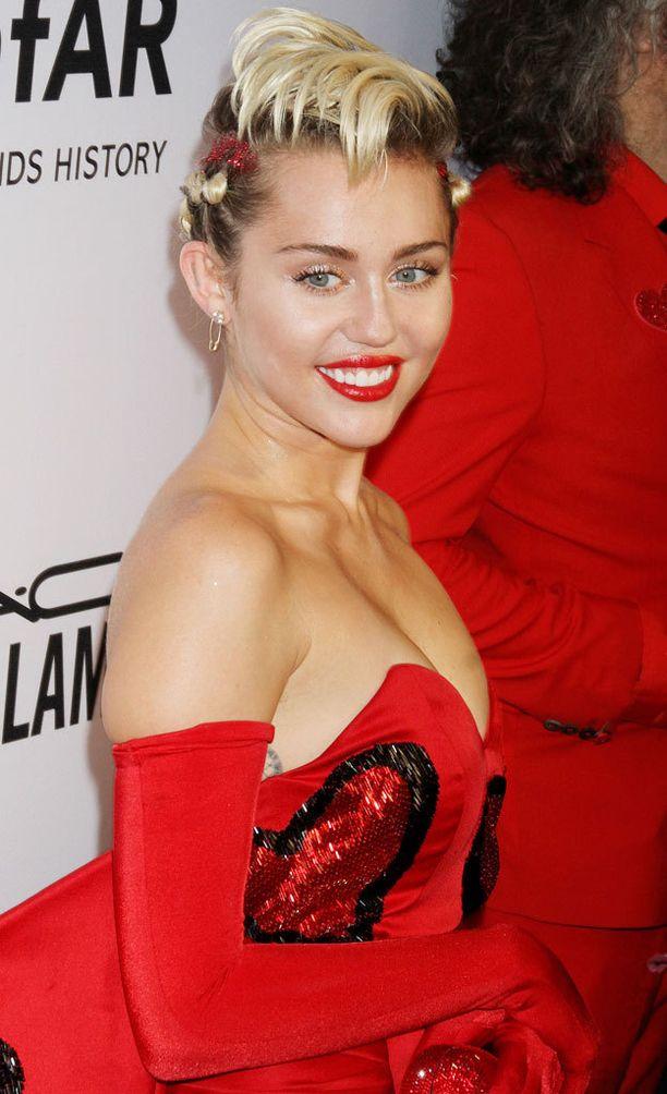Miley puolustaa voimakkaasti vähemmistöjen oikeuksia.