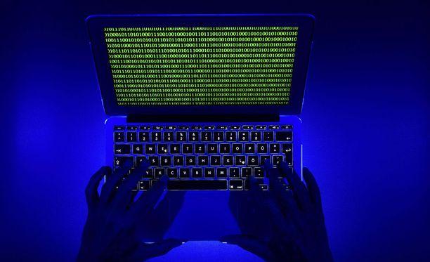 Identiteettivarkauksiin pohjaavat petokset ja niiden yritykset ovat lisääntyneet verkkokaupan kasvun myötä myös Suomessa.