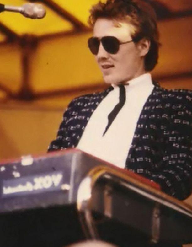 Vicky Rosti muistelee ohjelmassa nähneensä Paven ensimmäistä kertaa livenä vuonna 1976 Salon nuorisotalolla. Tässä kuutta vuotta myöhemmin Ruisrockissa.