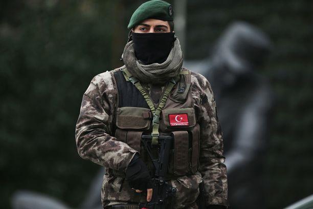 Turkin poliisi ja tiedustelupalveu MIT ottivat yhteisessä operaatiossa kiinni Isisin tukijoiksi epäiltyjä ulkomaalaisia. Kuvituskuva.