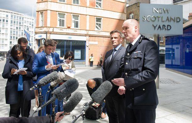 Poliisin edustajat kertoivat tiistaina jättimäisestä koruvarkaudesta Lontoossa.