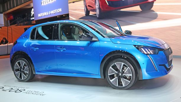Peugeot 208:aan voi valita voimanlähteen joko polttomoottoreista tai sähköstä.