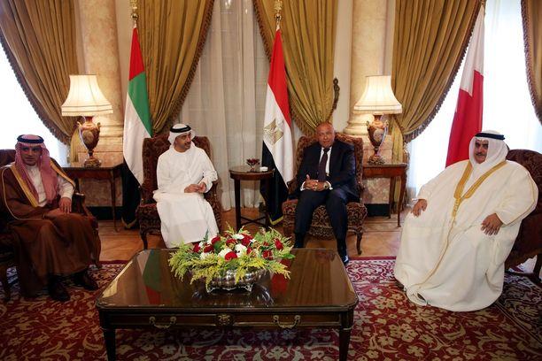 Maiden ulkoministerit tapasivat Kairossa sovittelijamaa Kuwaitin edustajan kanssa.