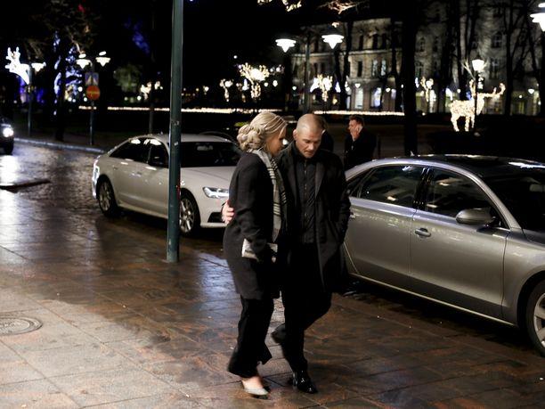 Petra Olli ja Indrek Vassus edustivat Linnan juhlissa ensimmäisen kerran julkisesti yhdessä.