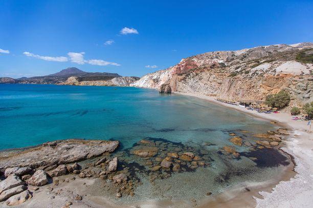 Milosin saarelle, jossa Kreftikon ranta sijaitsee, ovat tyypillisiä suuret kalliot.
