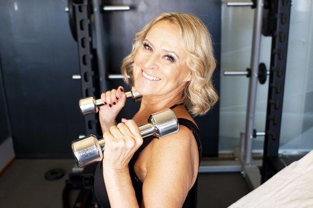 Personal trainer teki Tarjalle oman treeniohjelman.
