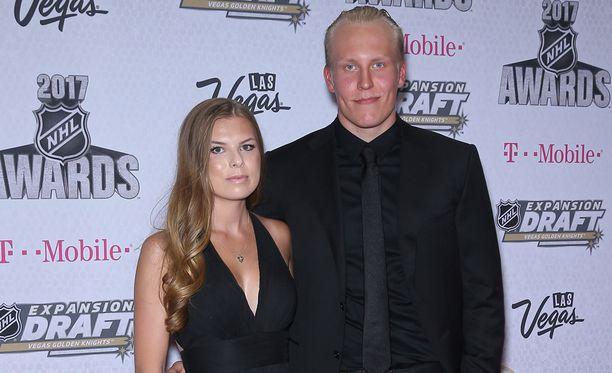 Patrik Laine ja Sanna-Mari Kiukas viettävät joulun yhdessä Winnipegissä. Viime kesänä nuori pari juhli Las Vegasissa NHL:n palkintogaalassa.