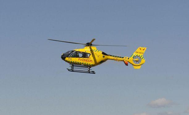 Poika kuljetettiin helikopterilla sairaalahoitoon. Kuvituskuva.