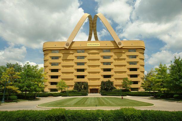 Kahvoja ei poisteta katolta, vaikka korin muotoinen rakennus muutetaankin hotelliksi.