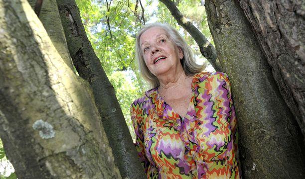 JAZZLEGENDA Helena Siltala nauttii hellepäivistä kotipihalla Espoon Tontunmäessä.