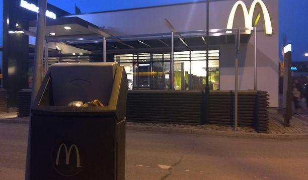 McDonaldŽsin roskalaatikko oli yksi paikoista, jossa viestit alamaailmasta välittyivät poliisille.