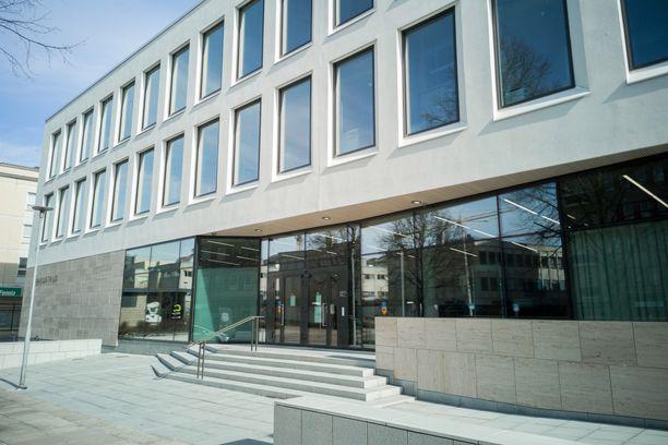 Tapausta käsiteltiin Lappeenrannan oikeustalolla suljetuin ovin. Juttu voi päätyä vielä hovioikeuteen.