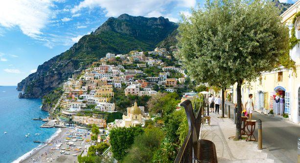 Positanon kaupunki Amalfin rannikolla.